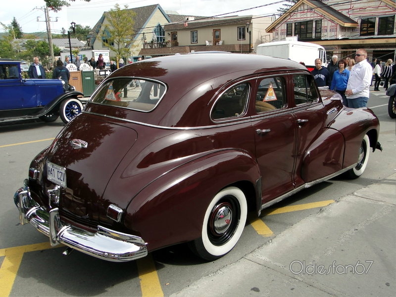 oldsmobile-sixty-b44-sedan-1942-b