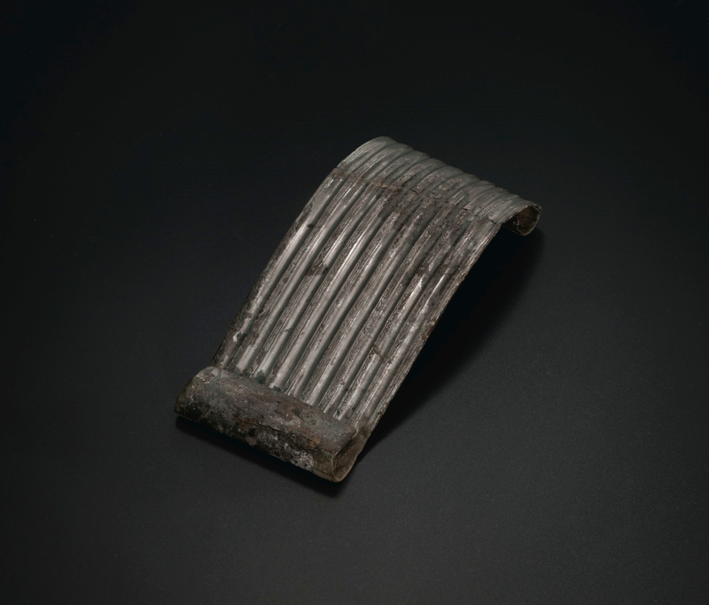2019_NYR_18338_0529_001(a_tinned-bronze_belt_plaque_western_china_5th_century_bc)