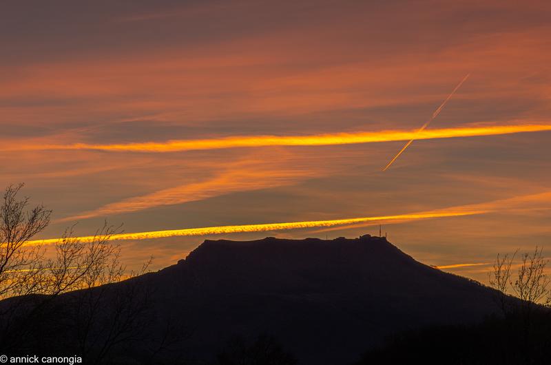 coucher de soleil sur la rhune