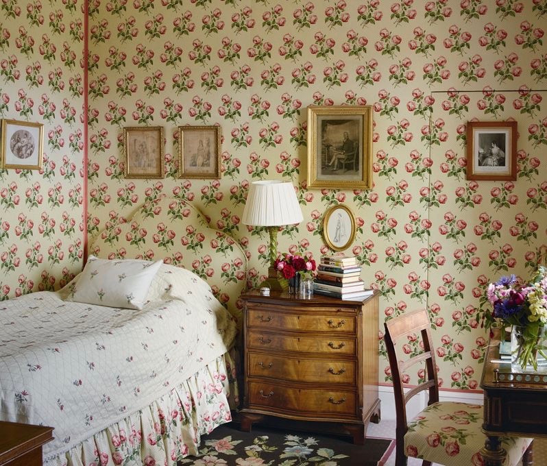 bowood-house-wiltshire-england-colefax-fowler-chintz-wallpaper-headboard-bedroom-country-house