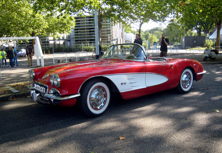 Chevrolet_corvette_convertible_02