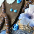 broche chocolat bleu