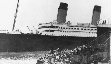 titanic_departing_southampton