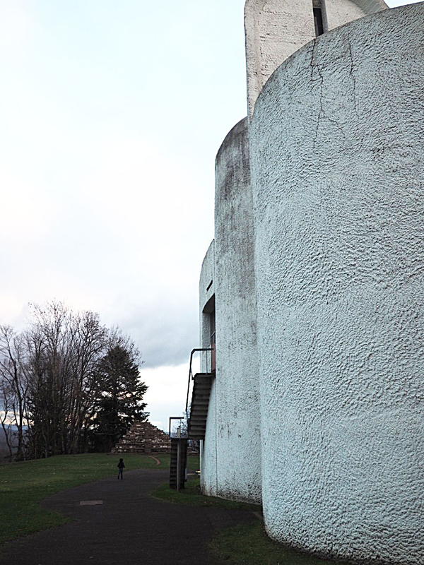 6-chapelle-de-ronchamps-le-corbusier-ma-rue-bric-a-brac