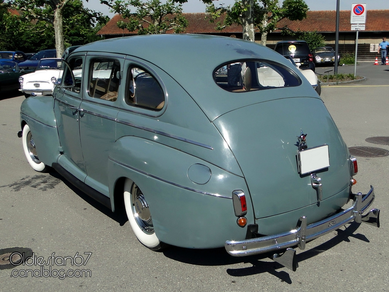 ford-super-deluxe-fordor-sedan-1941-02